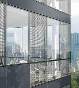 Facciata fotovoltaica e frangisole di un edificio
