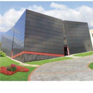 edificio rivestito di pannelli fotovoltaici