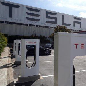 A ruba le batterie Tesla per il fotovoltaico